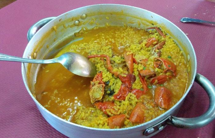 Cazuela de arroz con bogavante del restaurante La Cerezal comer en Asturias