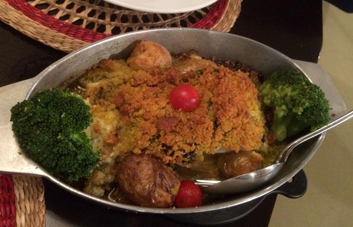 Bacalao com broa e tapennade de azeitona del Restaurante Bacalhoeiro comer en Oporto