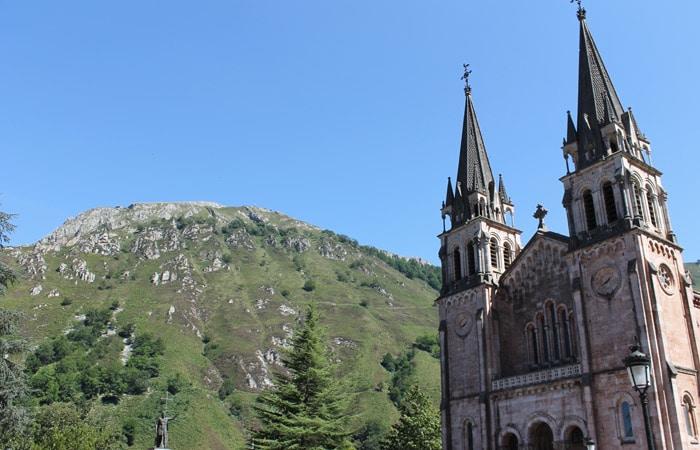 Basílica de Santa María la Real de Covadonga viaje a Asturias