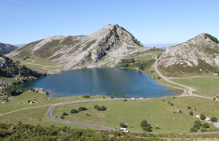 Vista de los Lagos de Covadonga viaje a Asturias