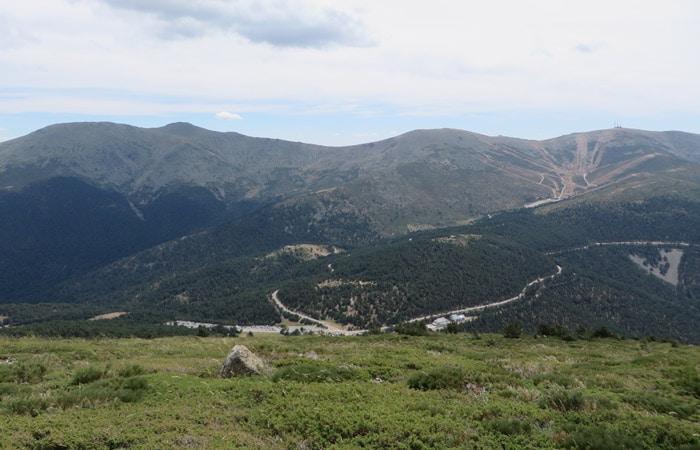 Vista de la estación de Valdesquí desde Peñalara