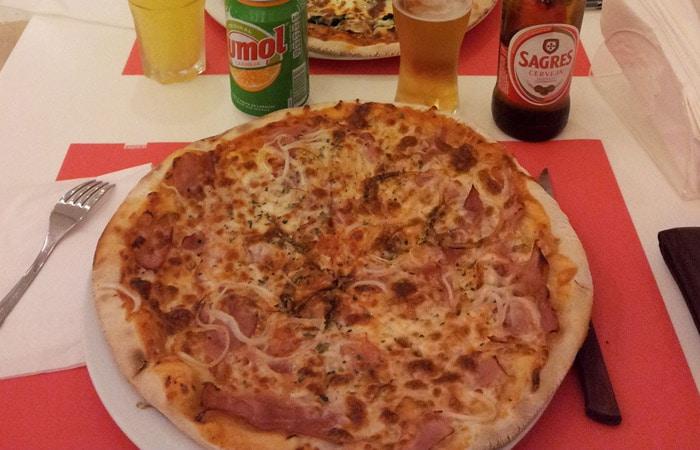 Pizza grande del Pizzarte comer en Aveiro