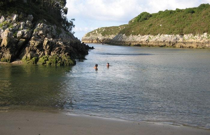 Playa de Guadamía en Llames de Pría viaje a Asturias