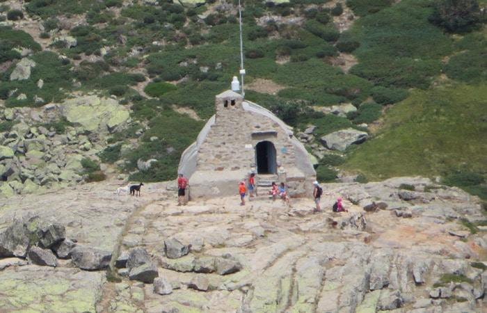 Refugio Zabala que dejamos a la derecha.