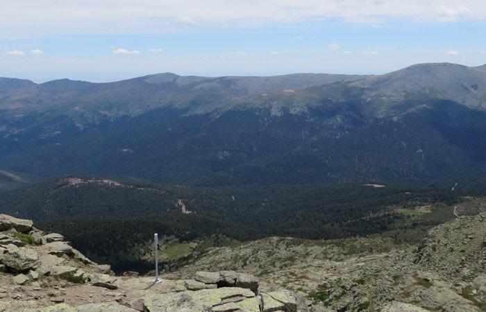 Vista desde el sendero de ascensión a Peñalara.