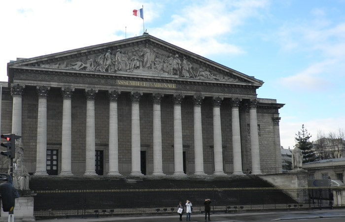 Asamblea Nacional Francesa en París crucero por el Sena