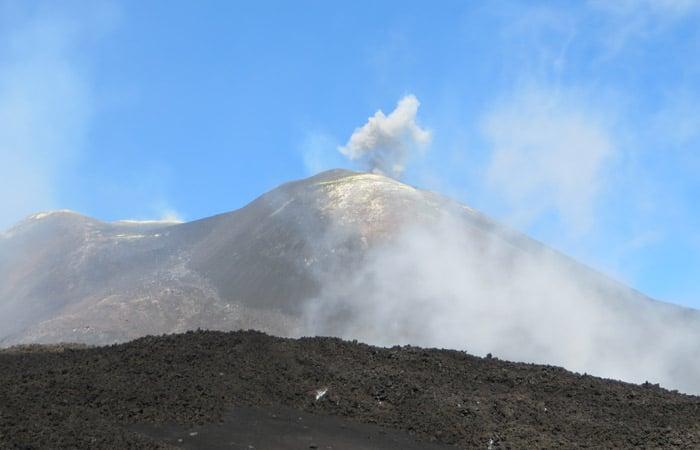 Fumarola del cráter principal del Etna