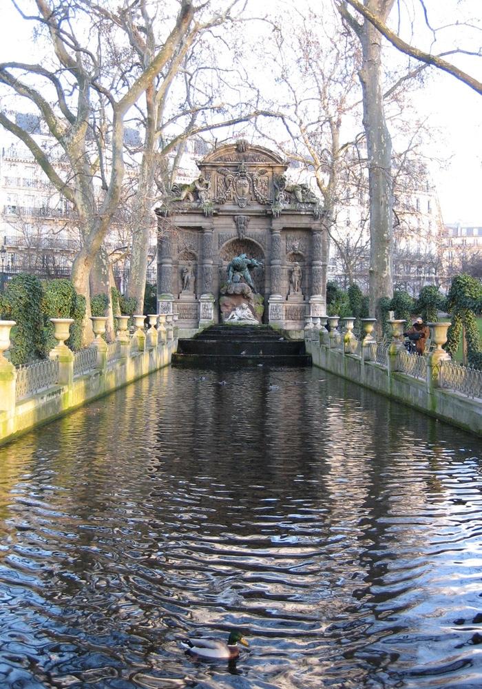 Jardines de Luxemburgo de París museo del Louvre