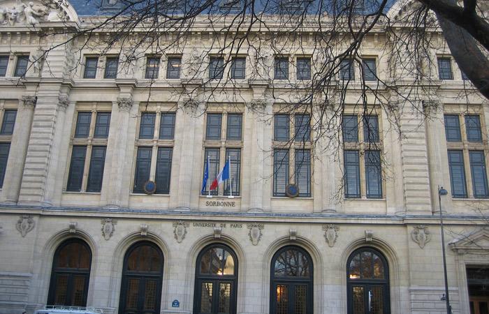 Universidad de La Sorbona de París museo del Louvre