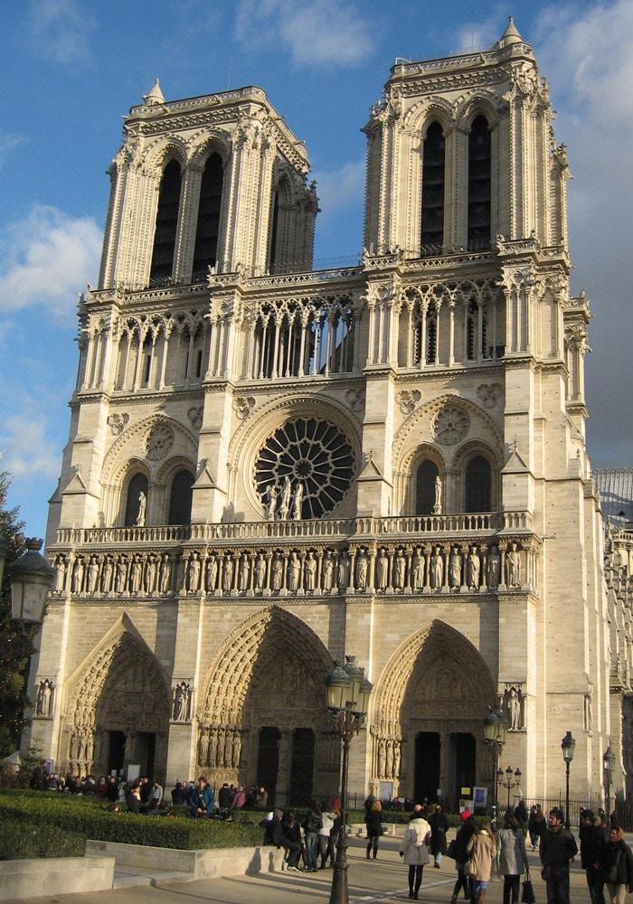 Catedral de Notre Dame de París museo del Louvre