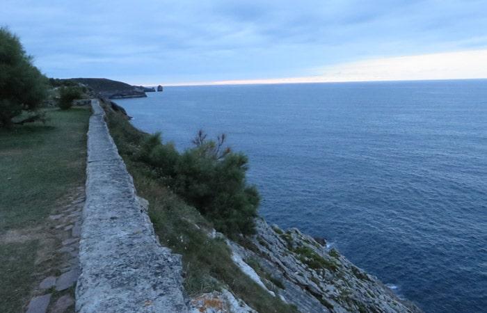Paseo de San Pedro en Llanes turismo en Asturias