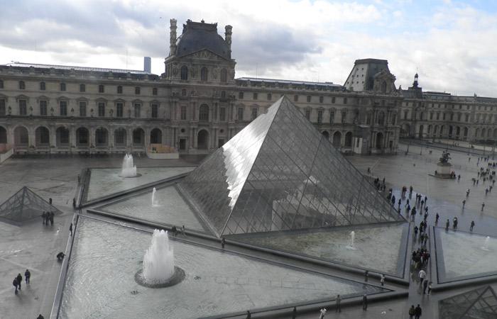 Pirámide qué ver en el Louvre