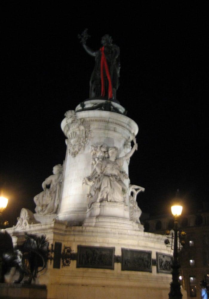 Plaza de la República de París museo del Louvre