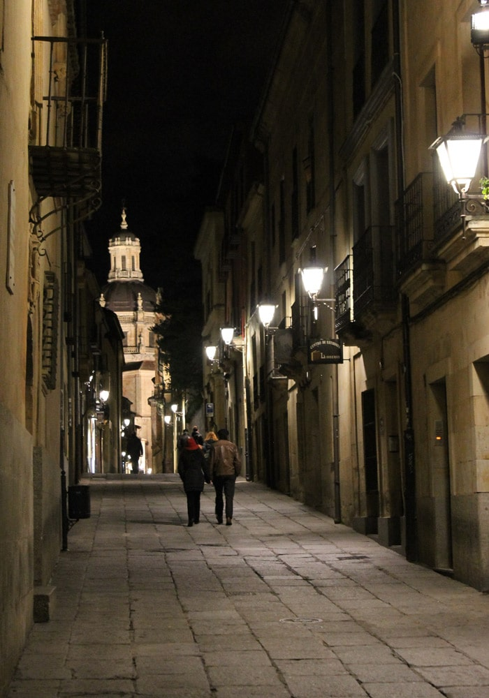 Calle Libreros con la Clerecía al fondo Salamanca