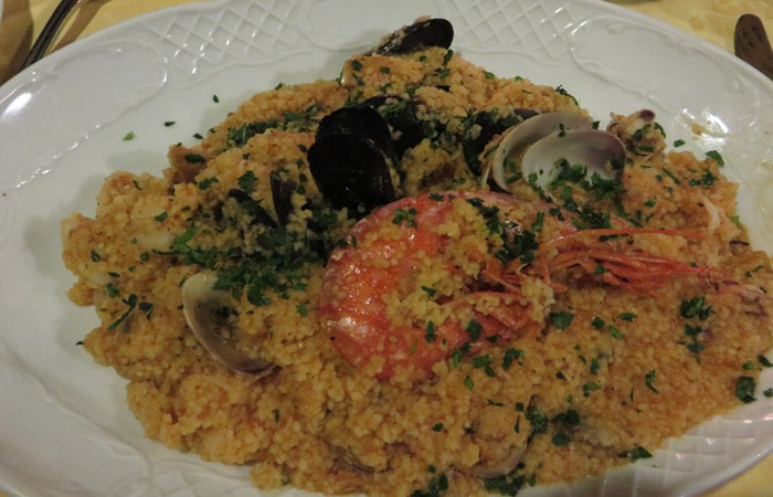Cuscús con Marisco de L'Antica Corte de Cefalú comer en Sicilia