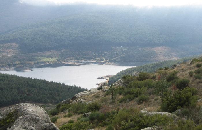 Vista del embalse de Navamuño desde la Peña Negra