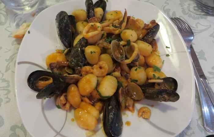 Gnocchi Terra e Mare de la trattoria La Tavernetta da Piero de Siracusa comer en Sicilia