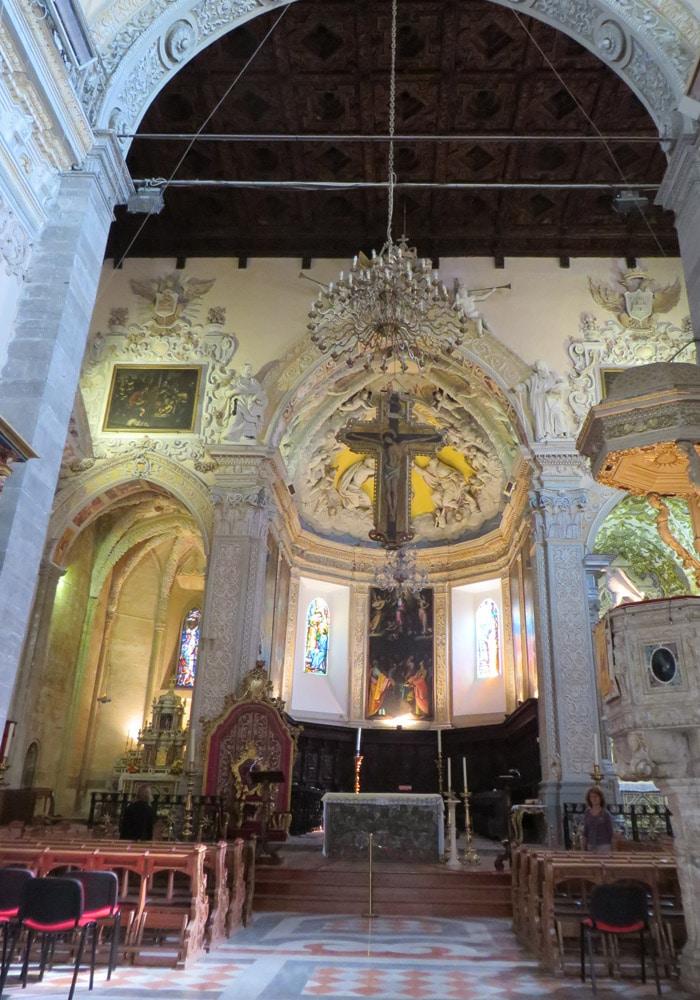 Interior del Duomo de Enna Sicilia