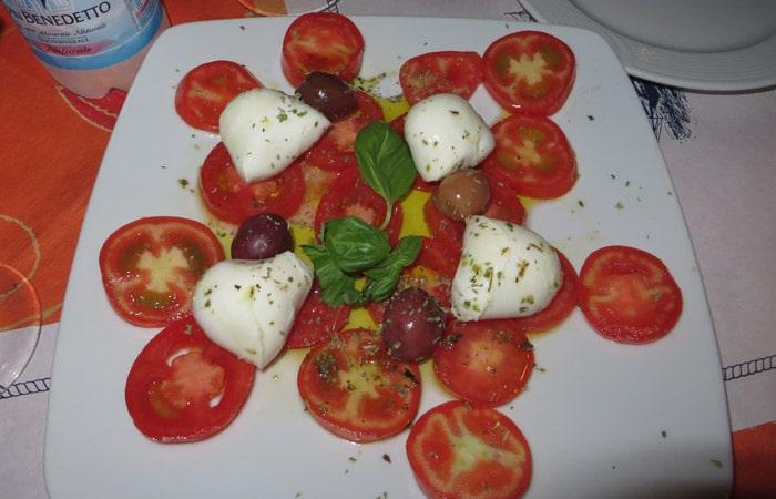 Tomate con mozzarella del ristorante Mirage de Taormina comer en Sicilia