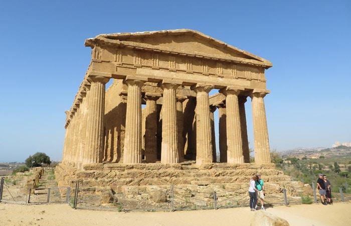 Templo de la Concordia del Valle dei Templi de Agrigento Sicilia imprescincible