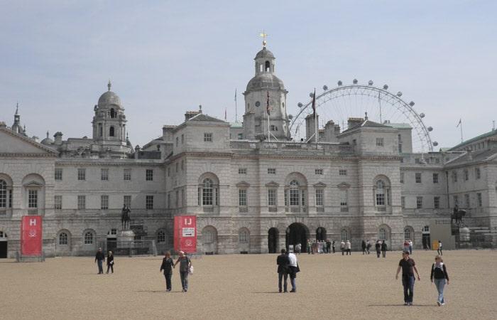 Explanada de Horse Guards Parade con el London Eye al fondo ruta por Londres
