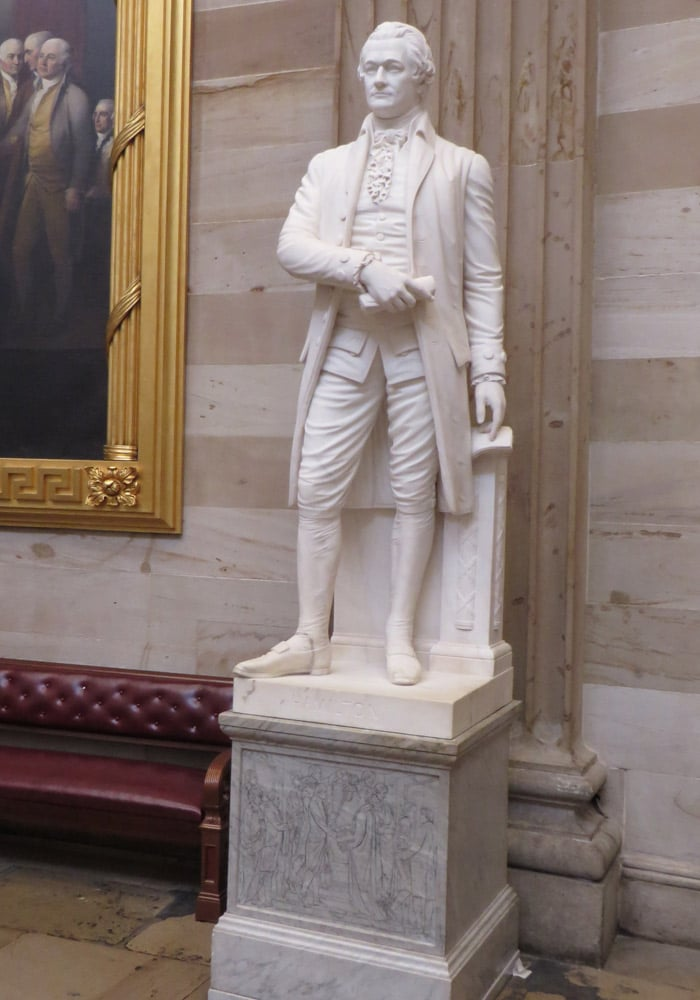 Estatua de Alexander Hamilton en el Capitolio Washington