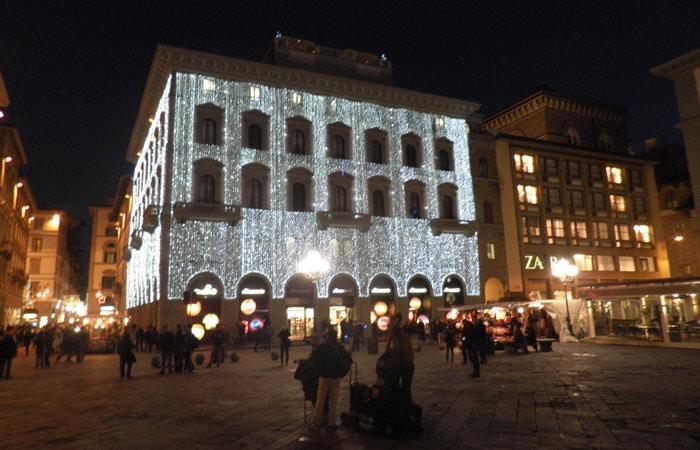 Iluminación navideña en la Plaza de la República qué visitar en Florencia