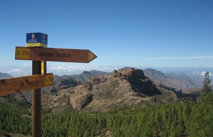 Señalización de subida al Roque Nublo y desvío a La Goleta