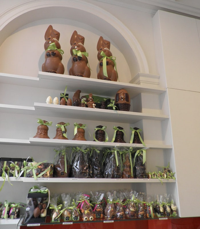 Una de las muchas tiendas de chocolates de la ciudad qué ver en Brujas en un día