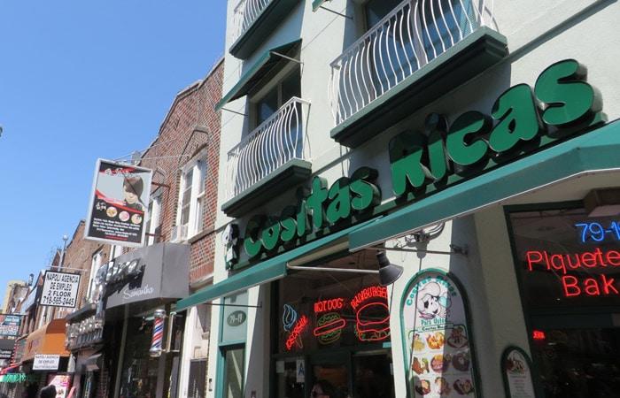 Restaurante Cositas Ricas en el barrio latino en Queens contrastes de Nueva York