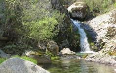 una cascada en la Ruta del Jabalí