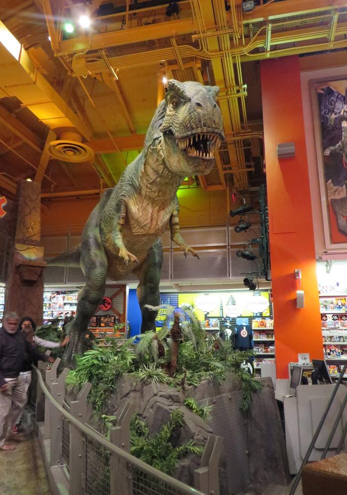 "Dinosaurio en el Toys r ""us"" de Times Square ferry a Staten Island"
