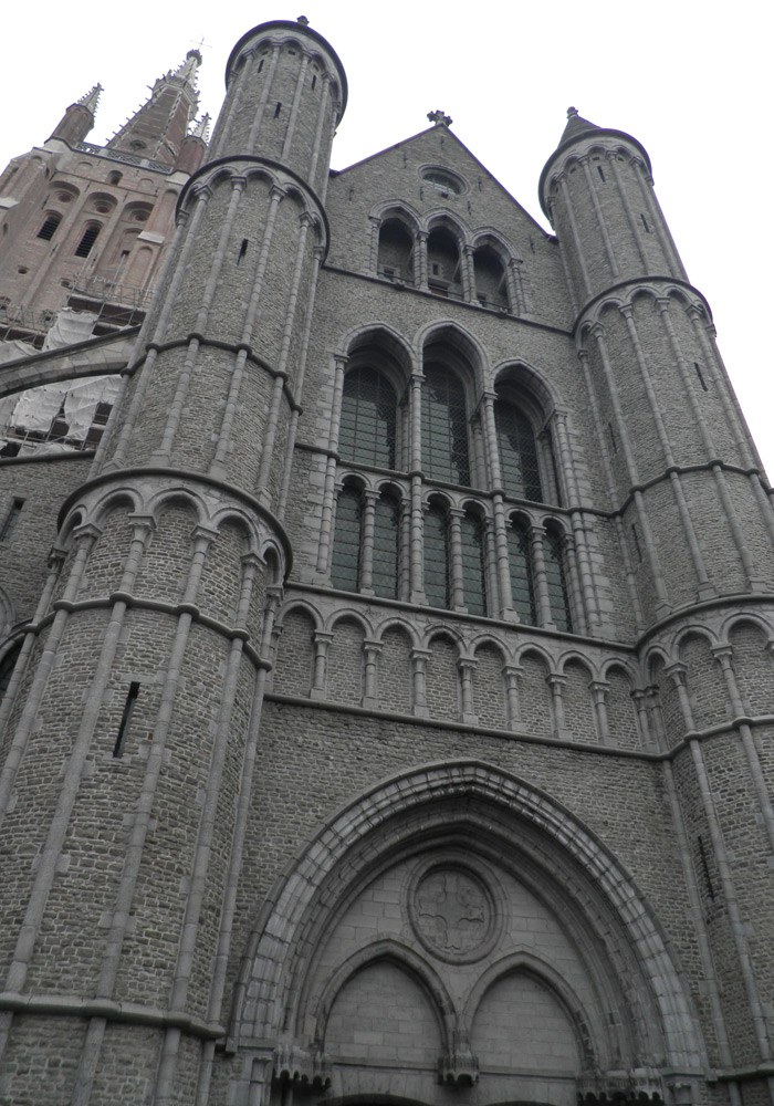 Fachada de la iglesia de Nuestra Señora qué ver en Brujas en un día