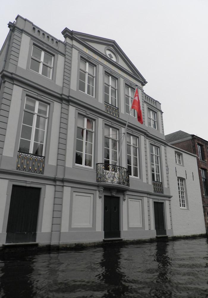 Uno de los bonitos hoteles que podemos ver qué ver en Brujas en un día