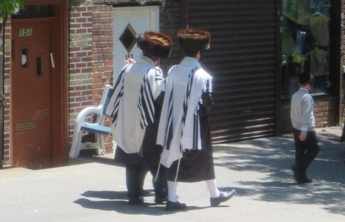 Una de las calles del barrio judío contrastes de Nueva York