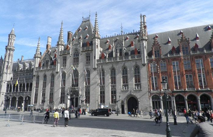 Edificio del Juzgado Provincial en el Markt qué ver en Brujas en un día