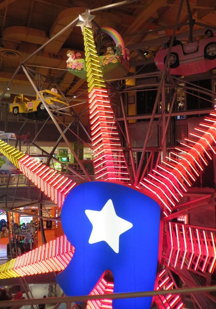 """Noria del Toys r """"us"""" de Times Square ferry a Staten Island"""