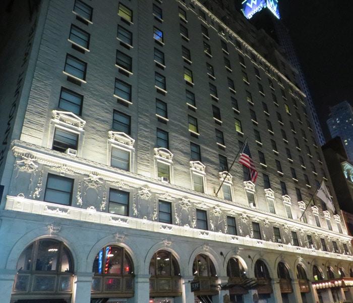 Fachada del Paramount Hotel Times Square Nueva York en una semana