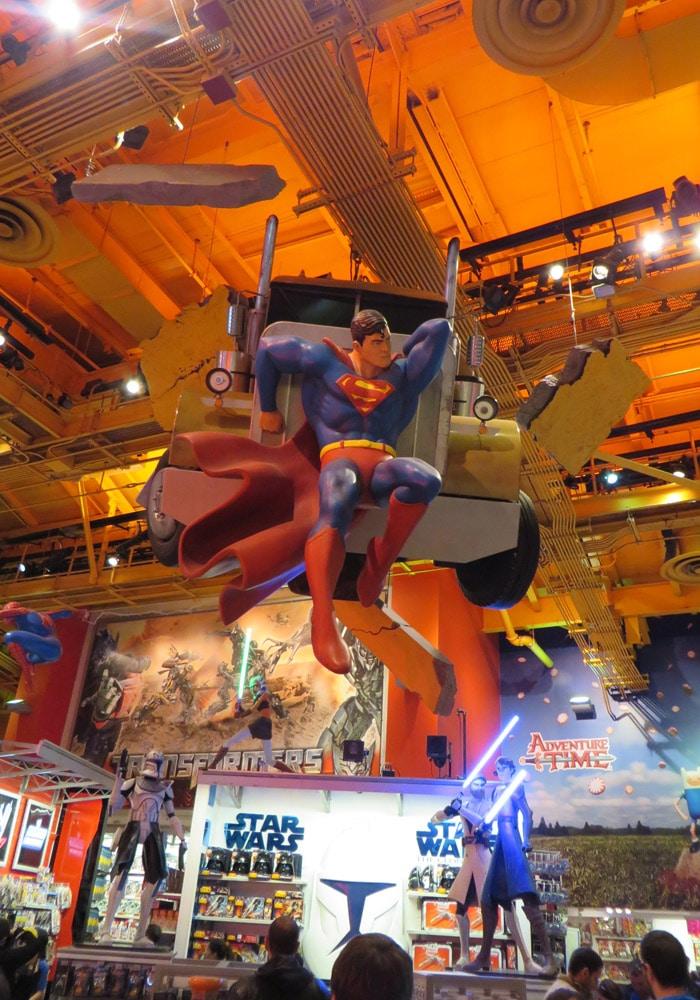 "Superman en el Toys r ""us"" de Times Square ferry a Staten Island"