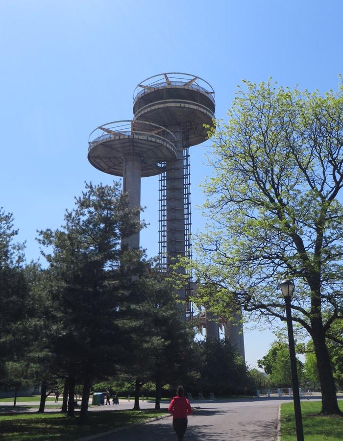 Observatorio del New York State Pavilion contrastes de Nueva York