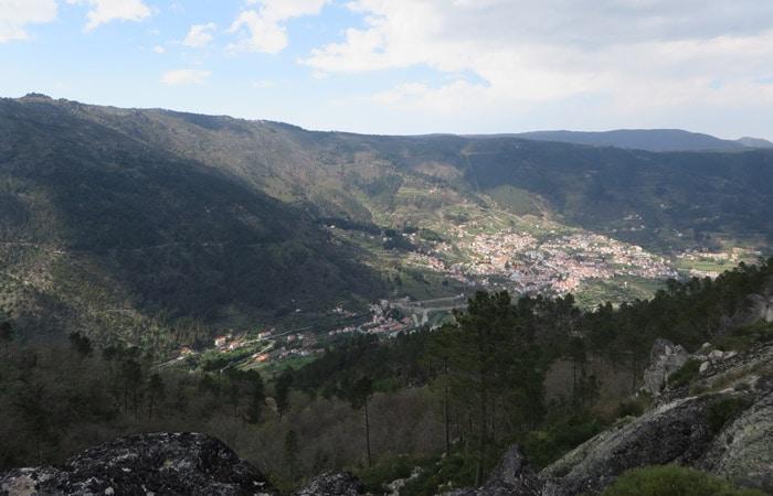 Vista de Manteigas en el camino de vuelta ruta del Jabalí