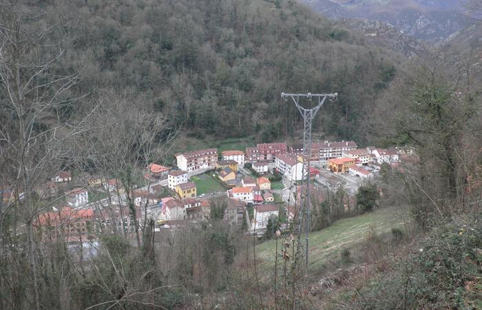 Vista de Belmonte de Miranda al final de la Ruta del Castañal