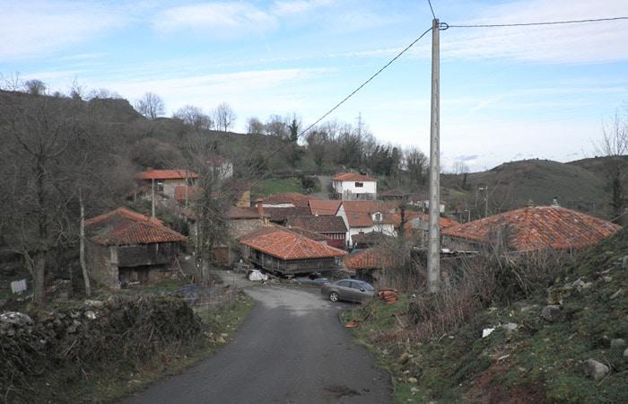 Entrada a Dolia Ruta del Castañal