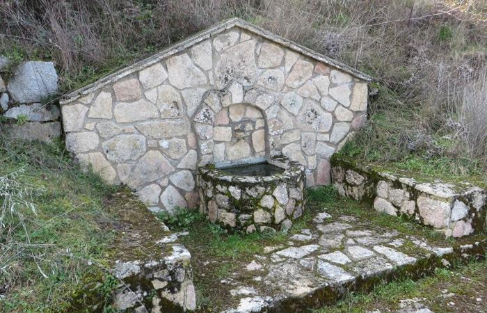 Fuente de agua potable a la entrada de Ambasaguas