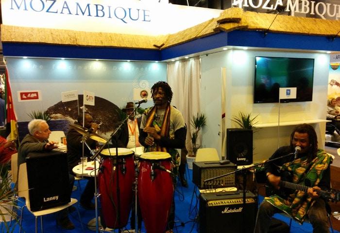 Música en el estand de Mozambique feria Fitur