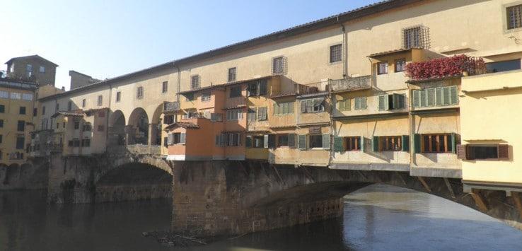 Vista del Ponte Vecchio qué visitar en Florencia