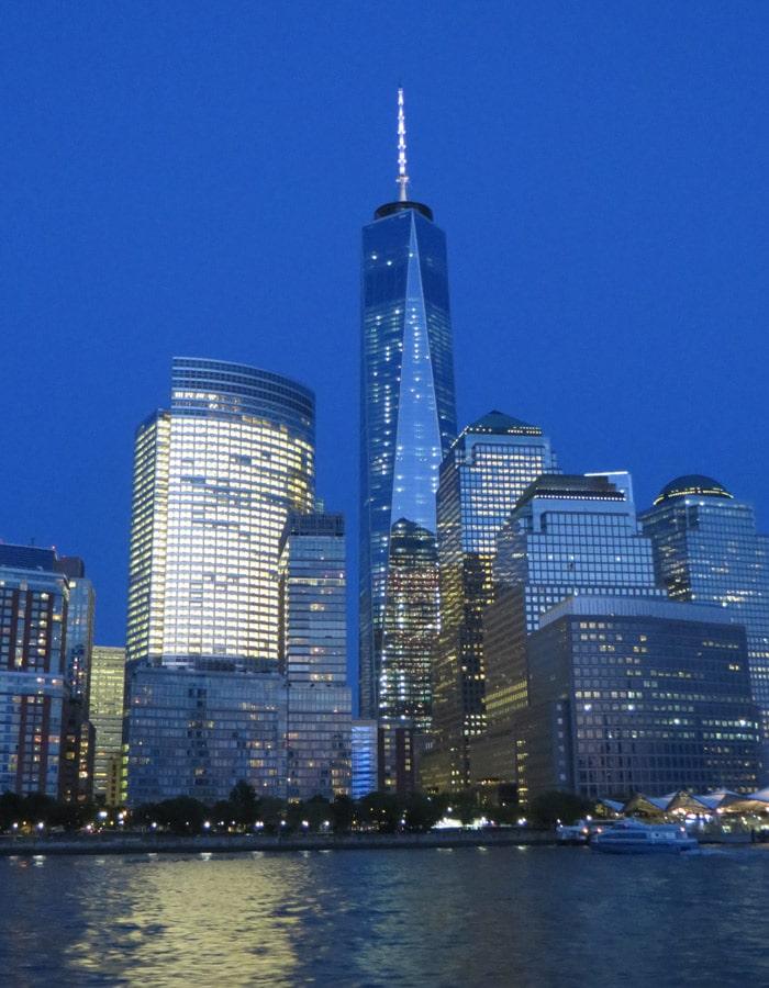 Torre de la Libertad de noche paseo en barco por Nueva York