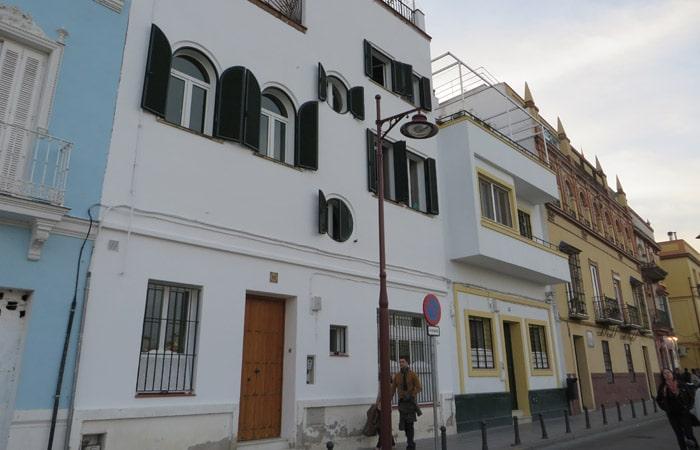 Calle Betis del barrio de Triana qué ver en Sevilla en dos días