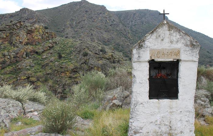 Capilla dedicada a un Cristo Ribeira do Mosteiro senderismo en Portugal