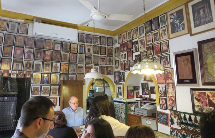 Interior de Casa Ricardo tapeo por Sevilla